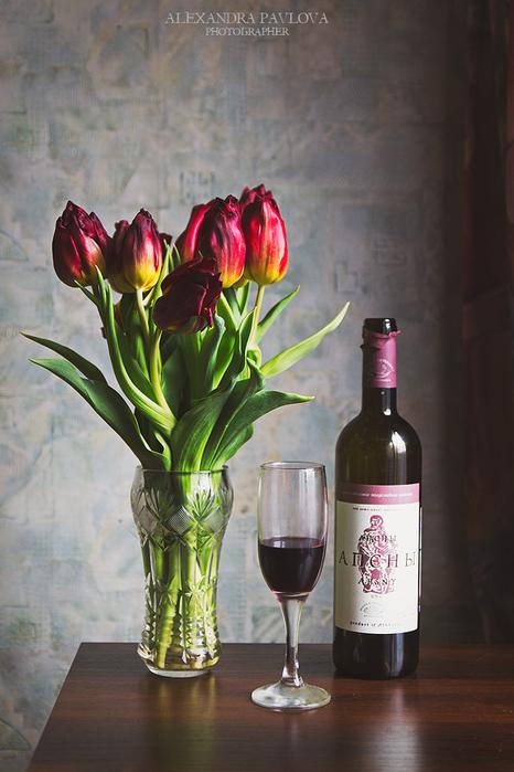 Картинки с днем рождения вино и тюльпаны