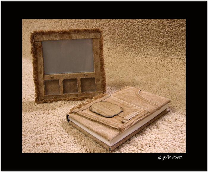 Рамочка для фото (из старых электронных часов с календарём) и ежедневник.