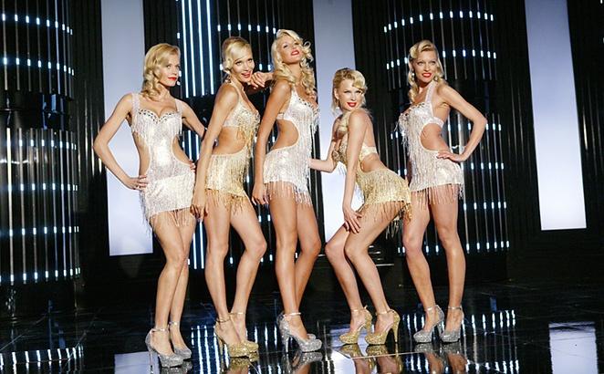 Мобильные блондинки в бикини группа