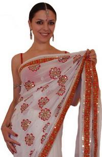 найти самые изысканные индийские сари можно в интернет...