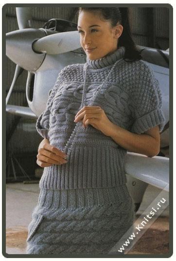 свитер с короткими рукавами и юбочка.