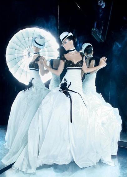 Очень классный дизайнер.  Его свадебные платья это просто произведения...