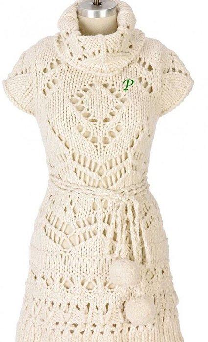 Белое платье - модель из толстой пряжи.
