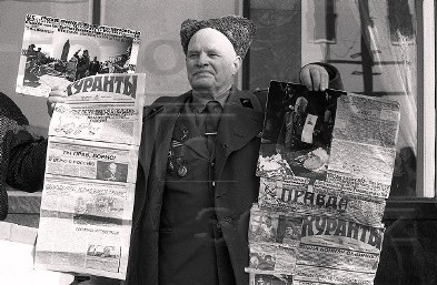 http://img1.liveinternet.ru/images/attach/c/1//55/400/55400475_LEVSHOV__S_PLAKATAMI__24_YANVARYA_1992.jpg