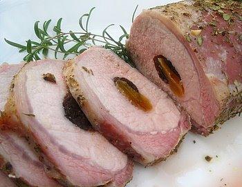 Свинина фаршированная черносливом и курагой (абрикосами)
