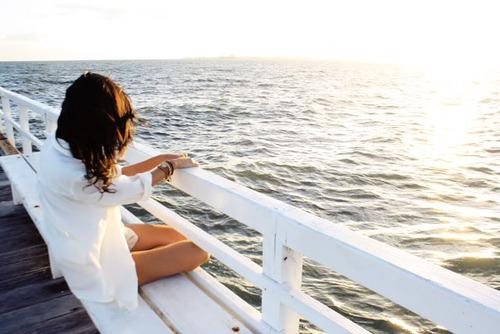 Фотографии девушек брюнеток на пляже лизать кисок видео