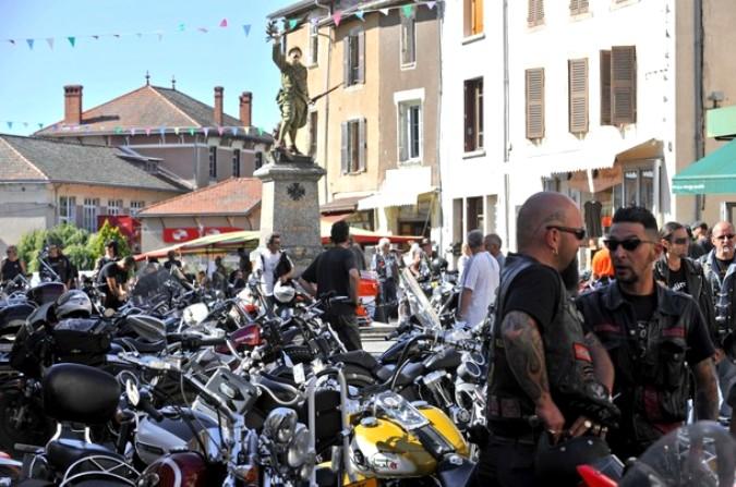 Крупнейший сбор мотоциклистов в Коурпаер (Courpiere), центральная Франция, 6 августа 2010 года.