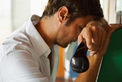 Картинки по Ðапросу парень с девушкой говорят по телефону