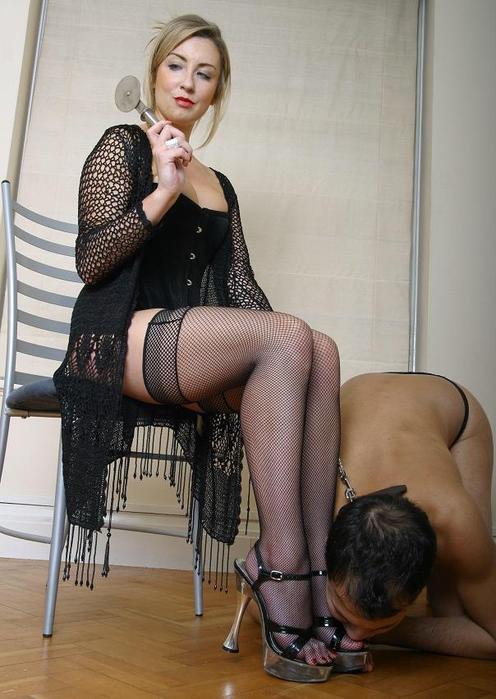 госпожи на стуле фото ноги