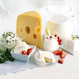Спад производства молока повлиял на выпуск масла и сыров.