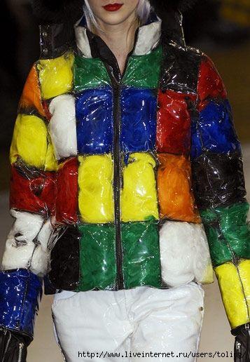 Кожаная куртка внутри обшита мехом песца, крашенного под рысь.