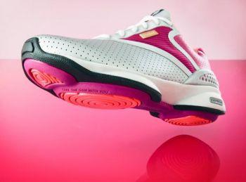 Новые кроссовки EasyTone от REEBOK помогут женщинам обрести новую форму.