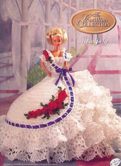 Вязаные платья для кукол.  Некоторые со схемами.  Прочитать целикомВ.