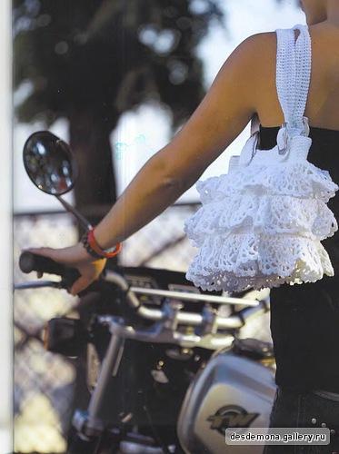 Схема вязания сумки крючком.  Изящная женственная белая сумка связана...