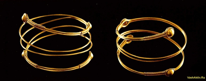 Пара серег с головой африканца Этрурия, конец 4 века до н. э. Золото...