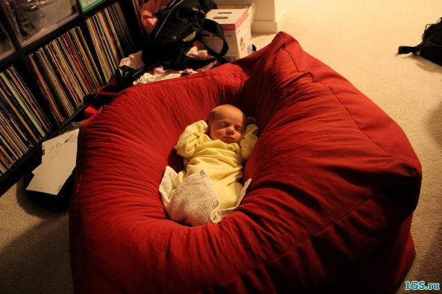 Как самому сшить кресло мешок?  Кресло-мешок это писк мебельной моды.