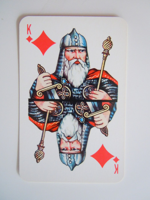 Согласно цыганскому соннику, главное — помнить какие были карты: выиграть в карты — мимолетный успех, за которым последует провал.