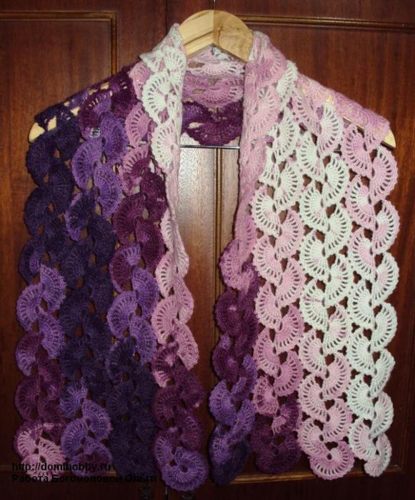 Красивый ажурный шарф связанный крючком из мохеровой пряжи секционного.