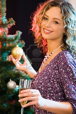 2644792-beautiful-woman-touching-the-ball-on-the-christmas-tree (267x400, 42Kb)