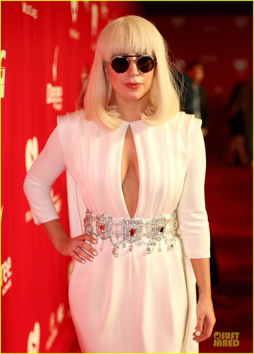 lady-gaga-white-cut-out-dress-at-musicares-gala-2014-02 (502x700, 64Kb)