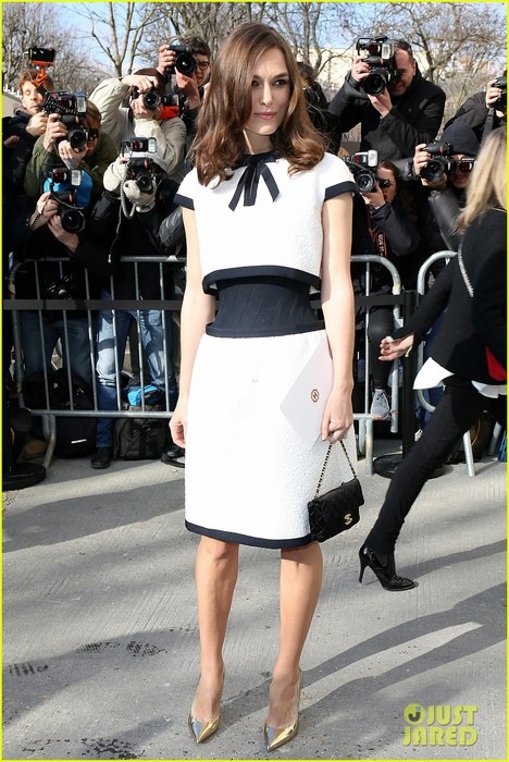 keira-knightley-reveals-her-tiny-waist-at-chanel-fashion-show-06 (468x700, 121Kb)