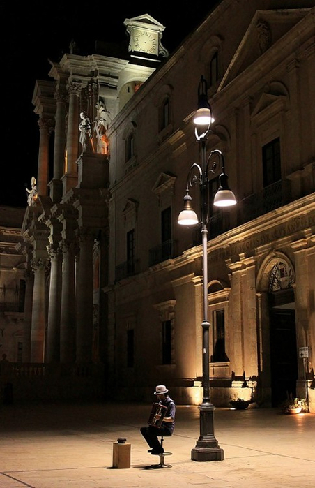 Night Music, Siracusa, Sicily, Italy (452x700, 296Kb)