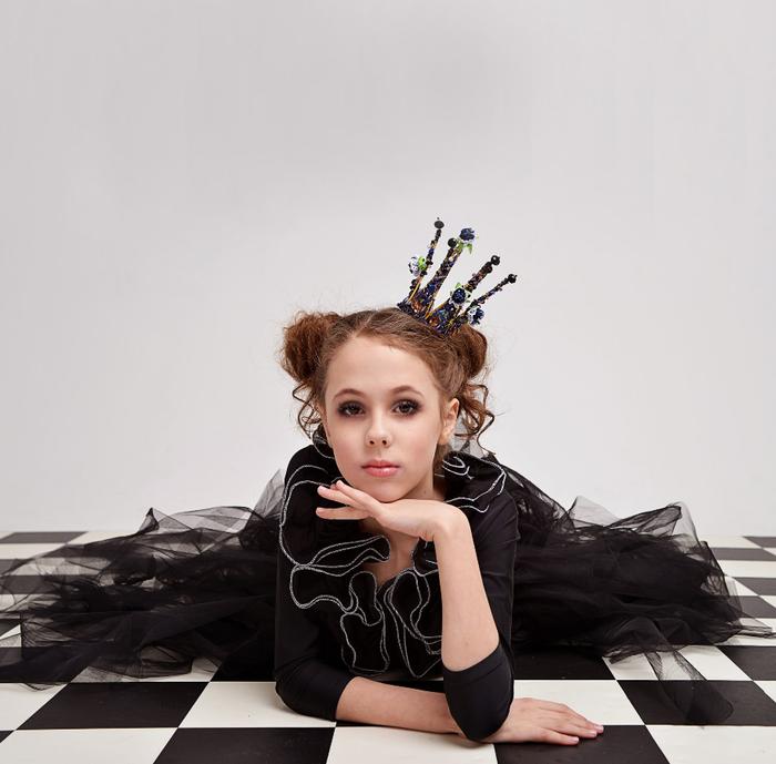 Статусы про королевишну в картинках культовой музыкой