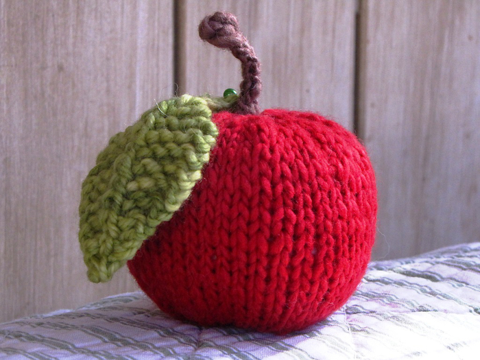 Knitted_Apple_Fruit (700x525, 395Kb)
