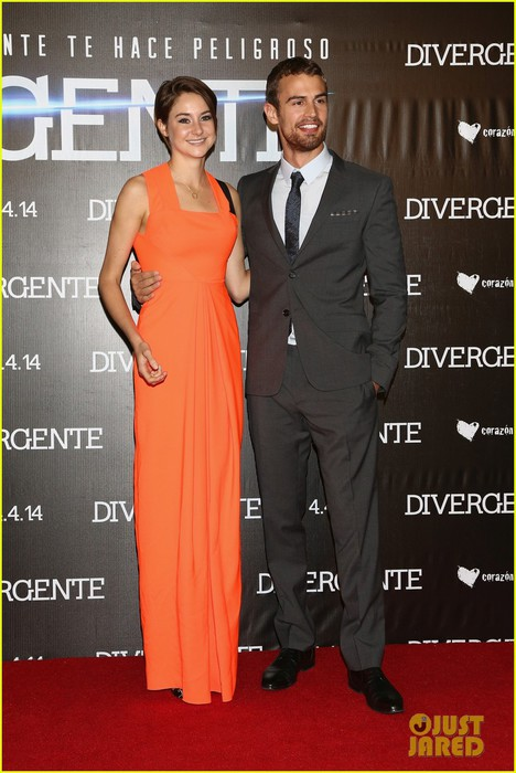 shailene-woodley-theo-james-take-divergent-to-mexico-01 (468x700, 86Kb)