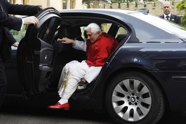 pope+red+shoes2 (600x400, 47Kb)