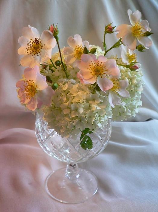 Букеты цветов в хрустальной вазе фото