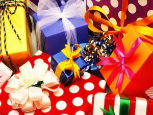 Изображение - Прикольные поздравления женщине с подарками 115843901_podarki