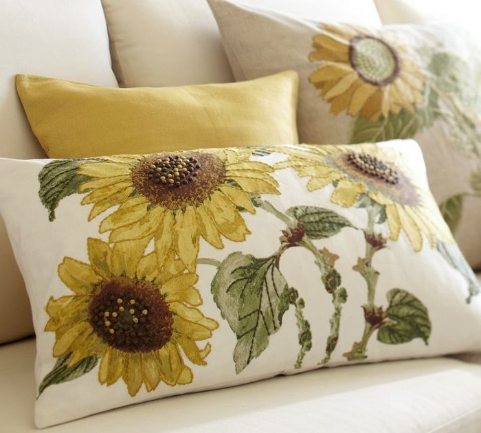 sunflowers-embroidered-pillows (700x630, 249Kb)