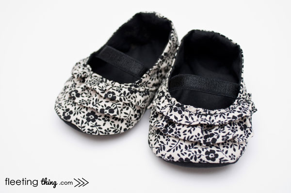 baby-shoe-pattern-BW (600x399, 103Kb)