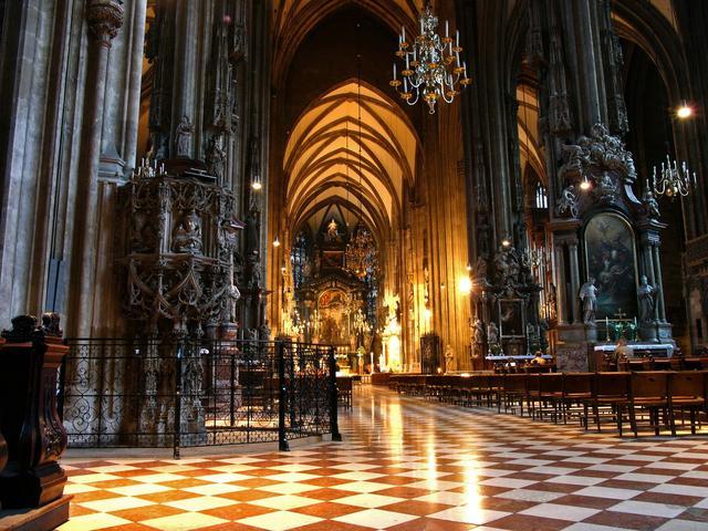 В австрии в церкви сняли порно