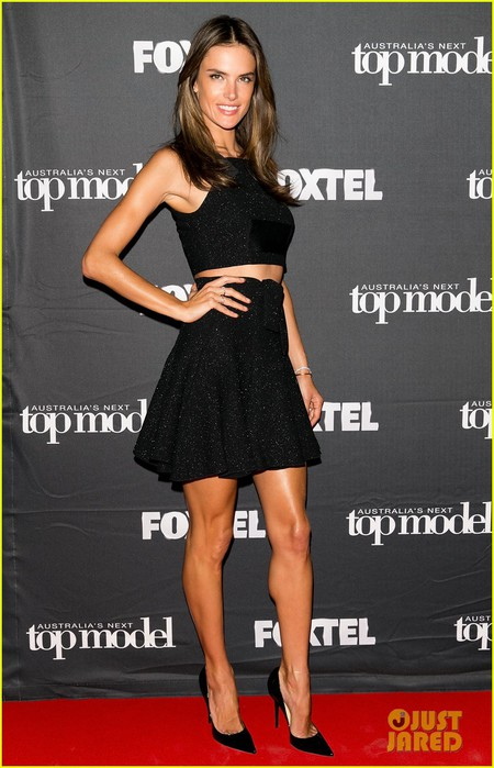 alessandra-ambrosio-joins-judge-jennifer-hawkins-at-australias-next-top-model-07 (450x700, 85Kb)