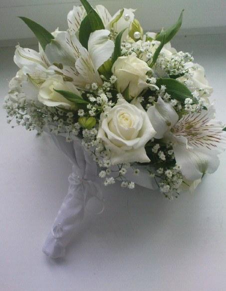 Букеты доставкой, букет невесты из белых альстромерии и розы