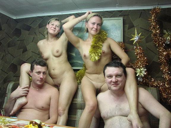 моя девушка ходит в бане голая перед друзьями - 11