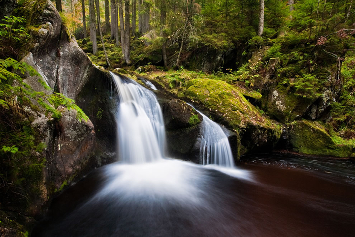 Krai-Woog-Gumpen-is-a-waterfall-in-the-Hotzenwald-a-remote-part-of-the-southern-Black-Forest (700x466, 421Kb)