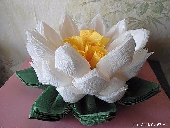 Цветок из салфеток на стол своими руками