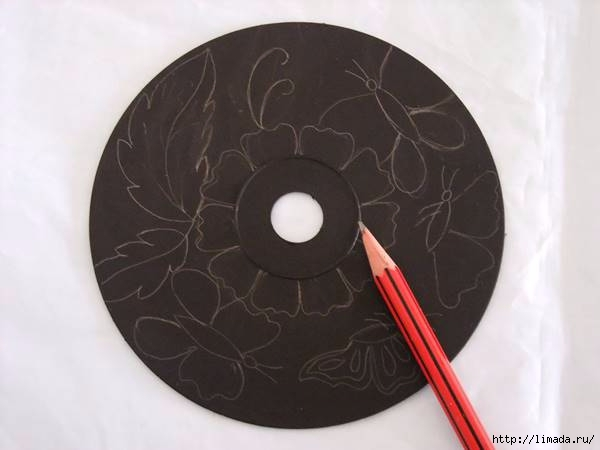 Creative-Ideas-DIY-Wall-Art-From-Old-CDs-2 (600x450, 75Kb)