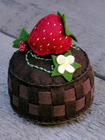 strawberry_basket_pincushion (350x466, 44Kb)