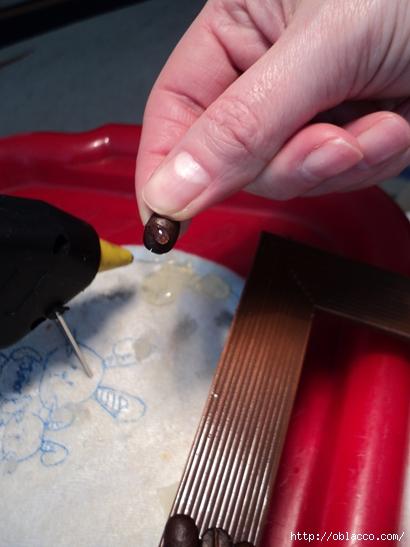 Коллаж из кофейных зерен и коры корицы на фоторамке. Мастер класс