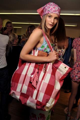 Модные тренды лето 2011: Платок.
