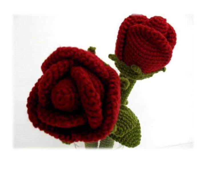Вязанные розы.