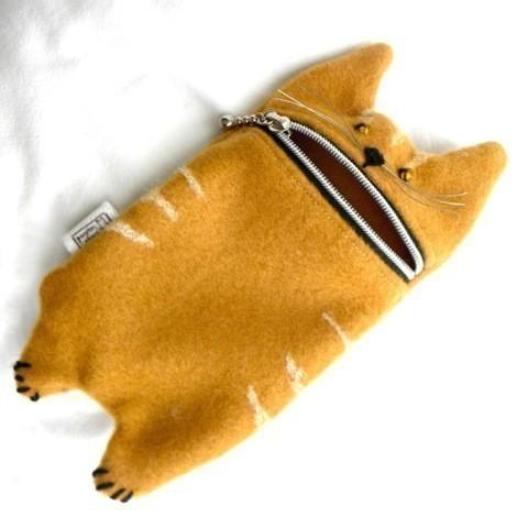 Прикольная сумочка для телефона, можно сшить или связать.