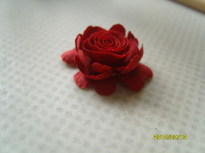как сделать розу из бумаги.