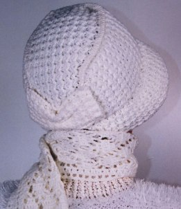 крючком и спицами. вязать шарф капор.