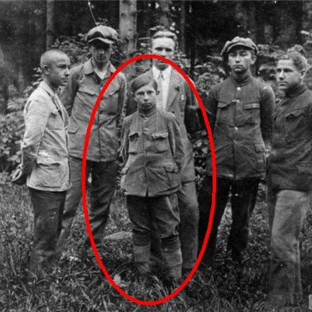 которой фото бандеры с немцами нем