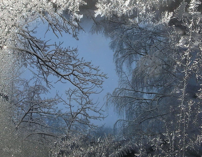улица находится картинки летящий снег чего состоит